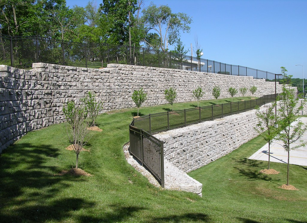 Advantages of Precast Concrete Retaining Walls